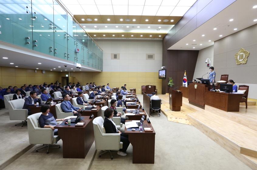 제8대 관악구의회 전반기 왕정순 의장 선출